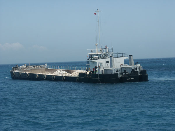Self Propelled Split Barge 'Al Arz 1': 63.5 m x 12 m x 5 m; 1000-1450 m3; 2 x 600 HP
