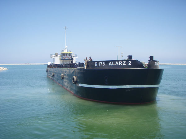 Self Propelled Split Barge 'Al Arz 2': 63.5 m x 12 m x 5 m; 1000-1450 m3; 2 x 600 HP